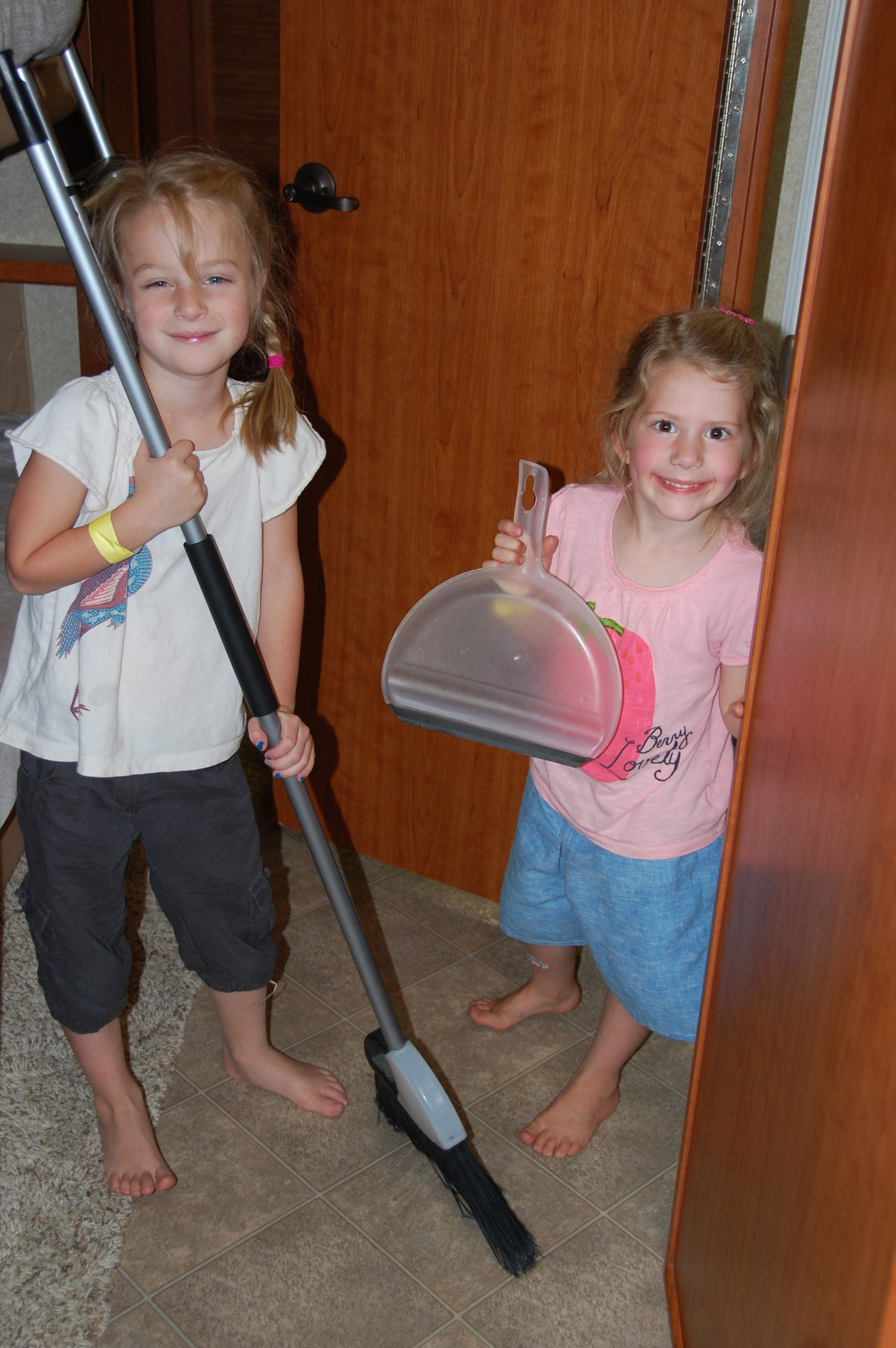Kaylin & Gwenyth decided to play house and clean the motorhome before Lloyd & Linda and Granddaddy & Grandmommy arrived. They also helped dry dishes. Work is so much more fun in a RV!