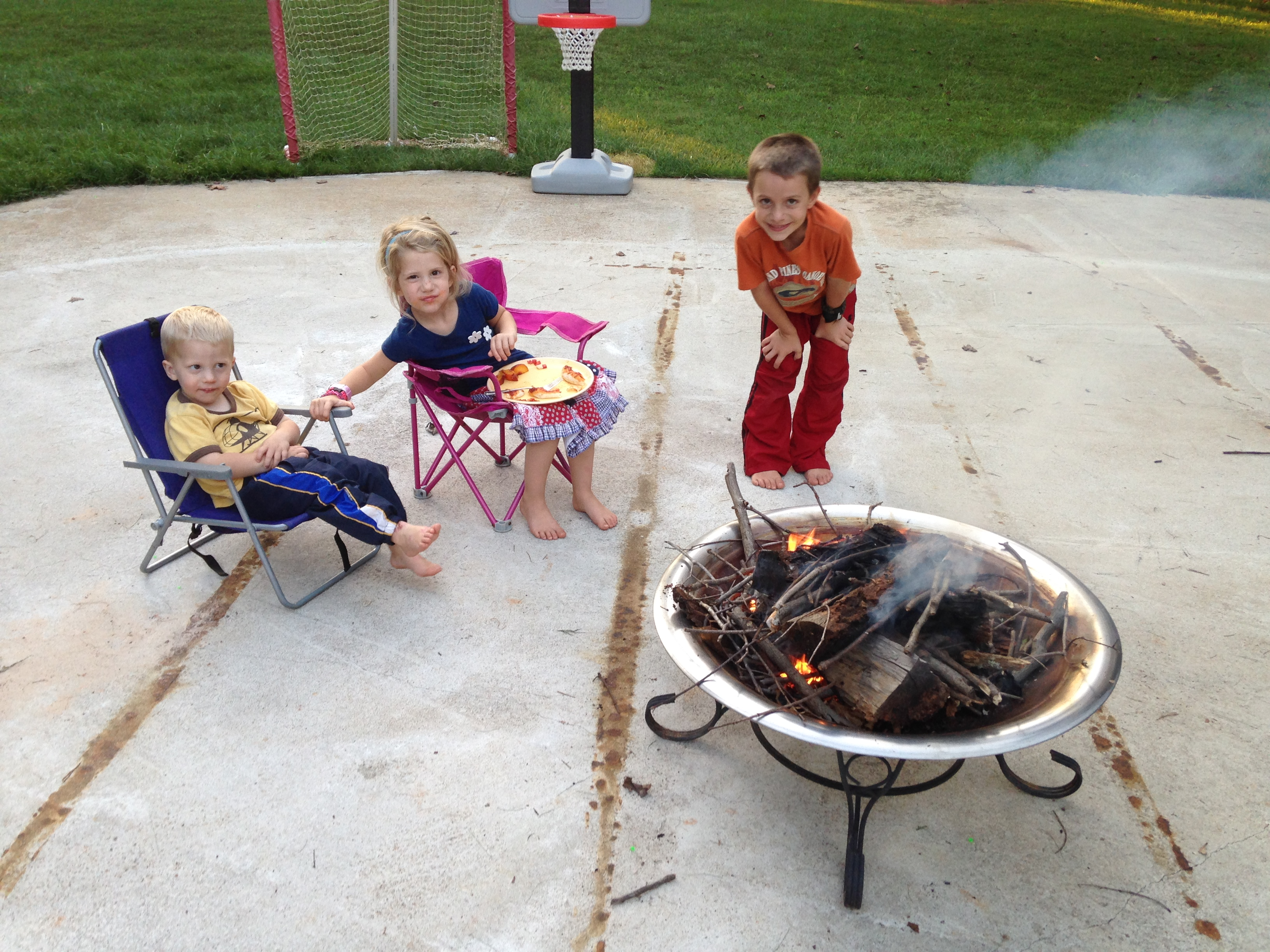 Tonight Chester & the kids roasted marshmallows while I worked on my consignment stuff.